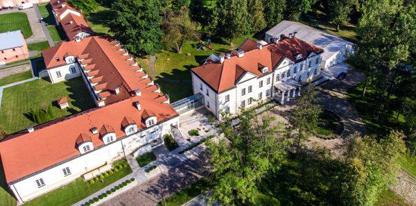 Zdjęcia z drona - hotel Sobienie Królewskie
